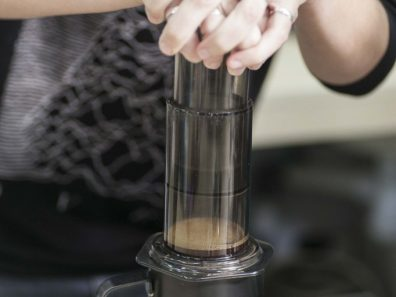 Aeropress en Retrogusto coffeemates. Foto: Mike Waters.