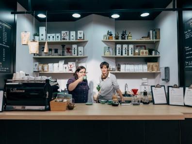 Martina Requena y Paula Esquembre en Spain's Cup Of Joy Selamta Magazine
